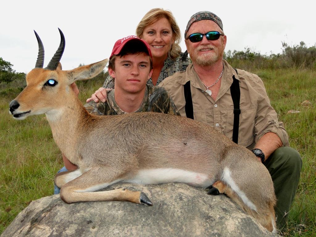 Safaris de caza africana con Cazador Profesional En África Victor caza Safaris África Caza en